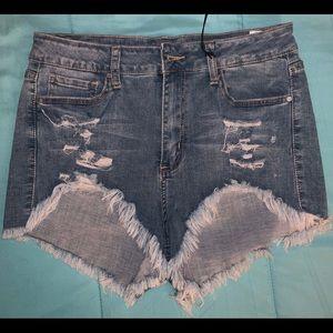 Daisy Dukes Yenom Evoli shorts